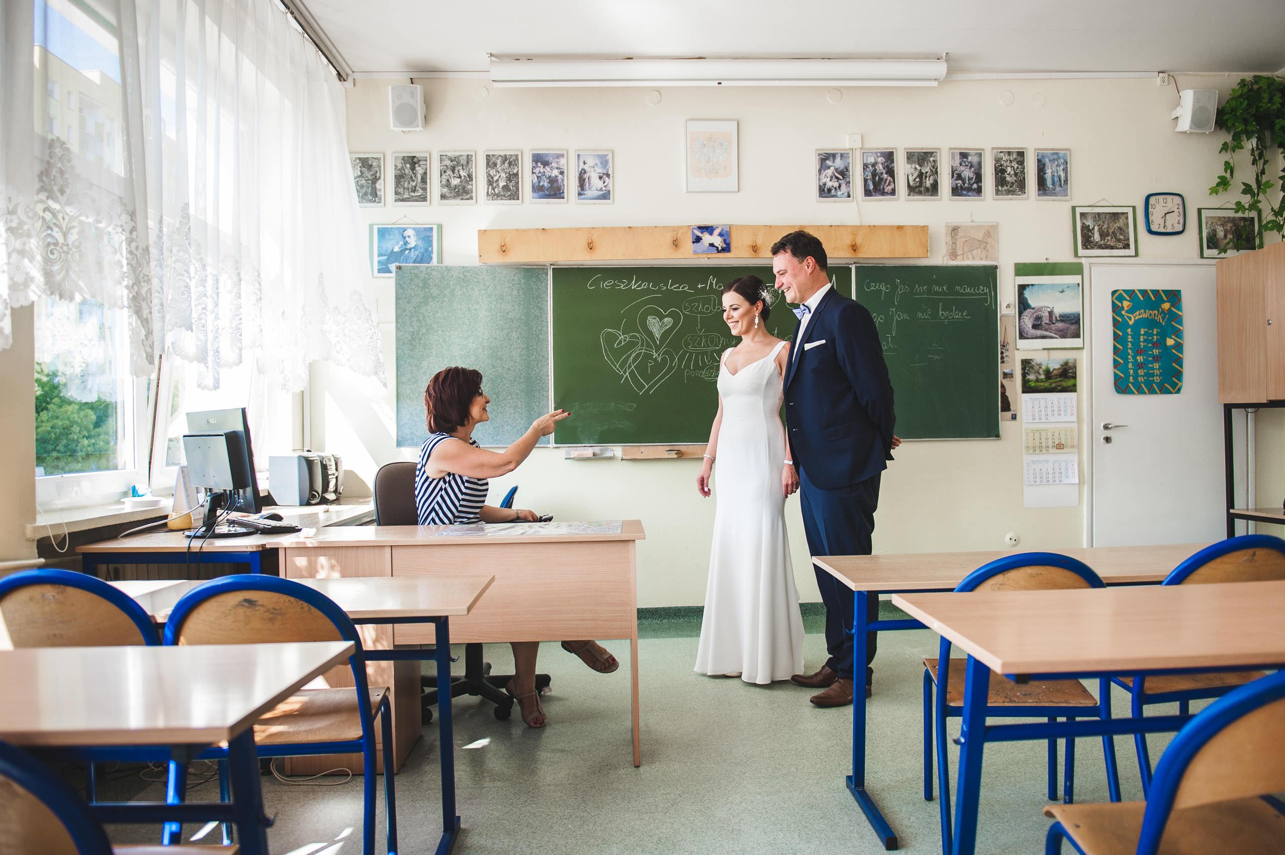fotografia slubna warszawa 23 plener szkola podstawowa