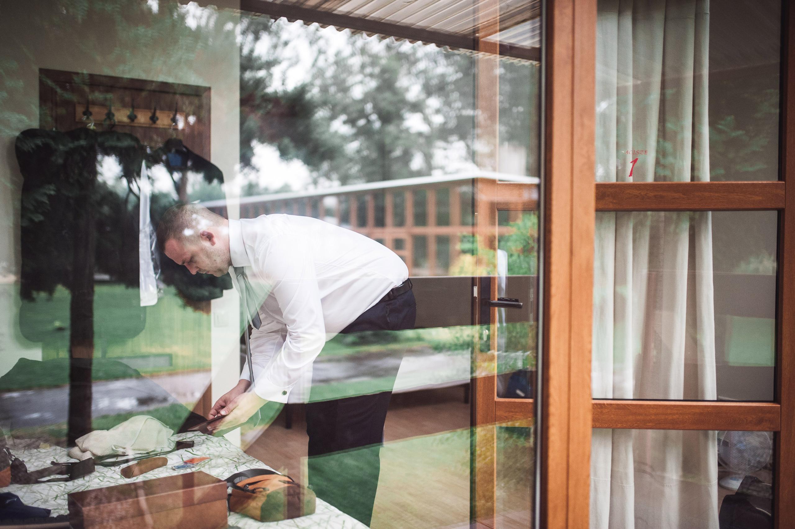 fotograf slubny warszawa 007 zacisze przygotowania tomasz miller