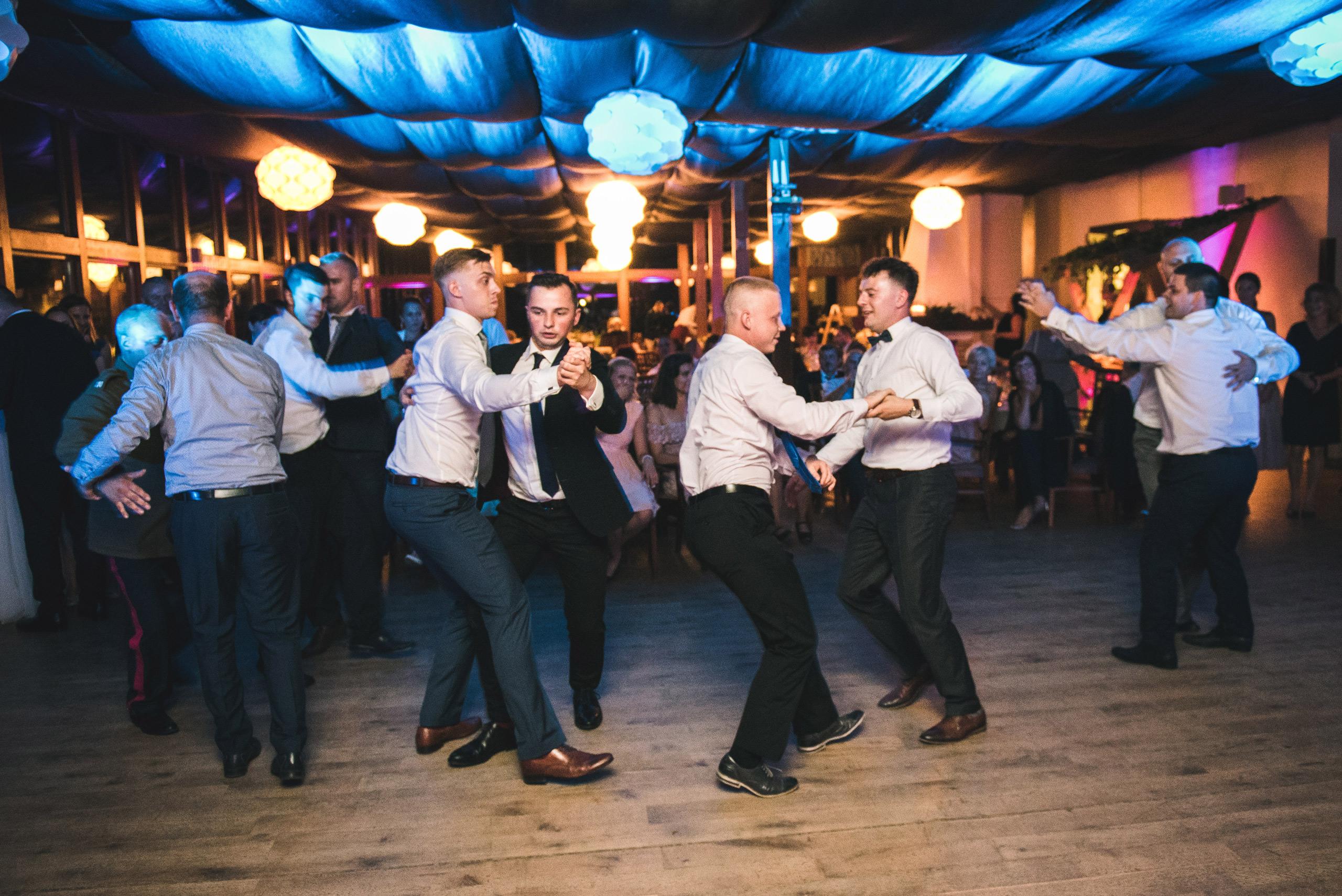 fotograf slubny warszawa 080 oczepiny zacisze anny korcz wesele